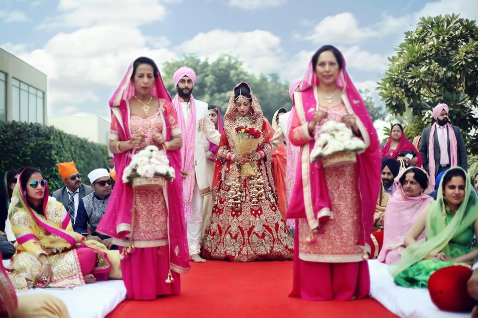 sikh bride, bridal entry, bridal lehenga, red lehenga