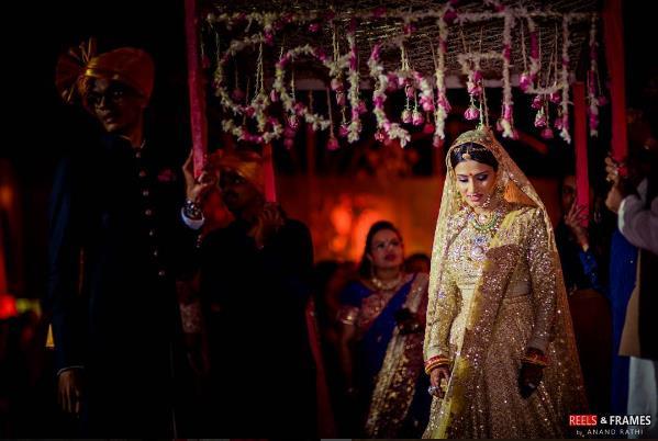 bride entry, bridal entry, pholoon ki chadar, bridal lehenga, yellow lehenga