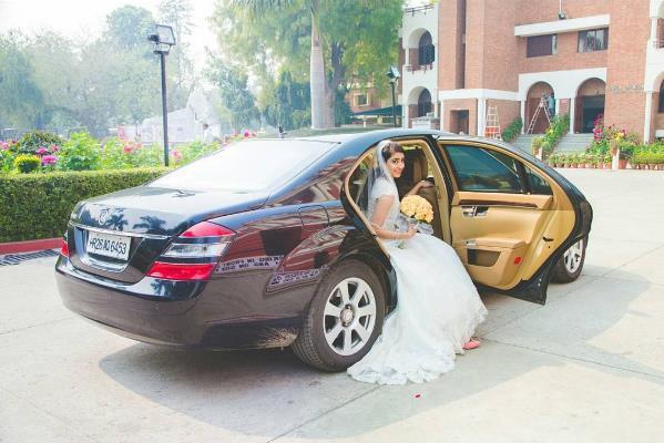 christian wedding, bridal entry, bride entry in car