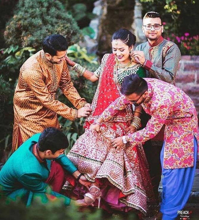 16 Adorable Pictures Of Real Brothers And Sisters At Indian Weddings