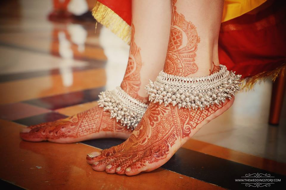 Mehndi Ankle Instagram : Real indian brides wearing payals and anklets.