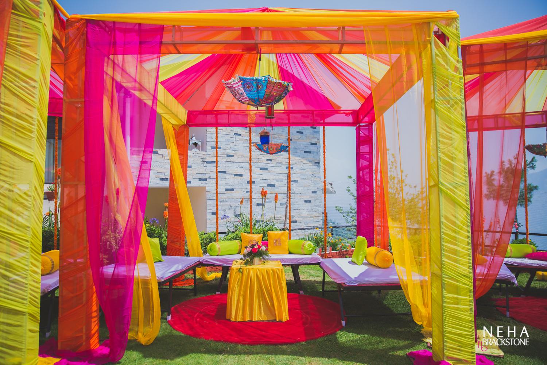destination wedding, himachal wedding, mehendi, mehendi decor, mehendi ceremony