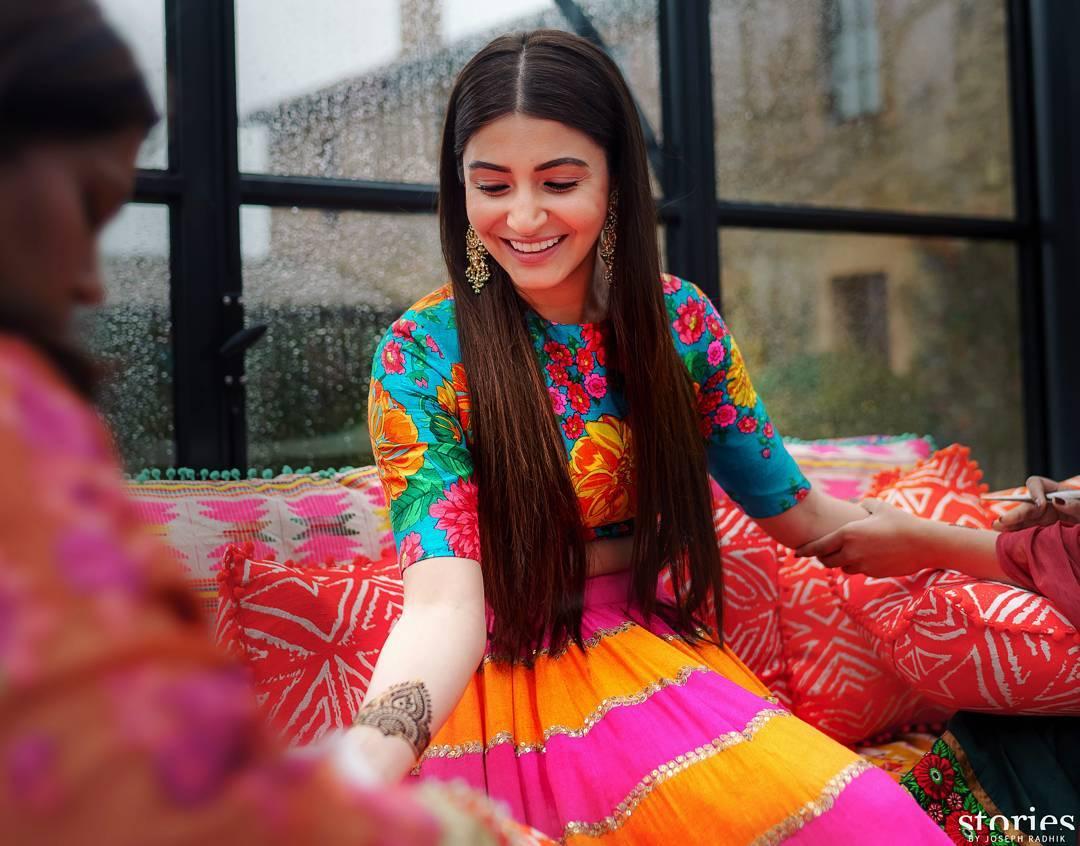 Anushka Sharma, Anushka Sharma Mehendi Outfit, Sabyasachi Bride, Celeb Bride, Bollywood Bride, Virushka Mehendi, Mehendi Outfit, Stories by Joseph Radhik