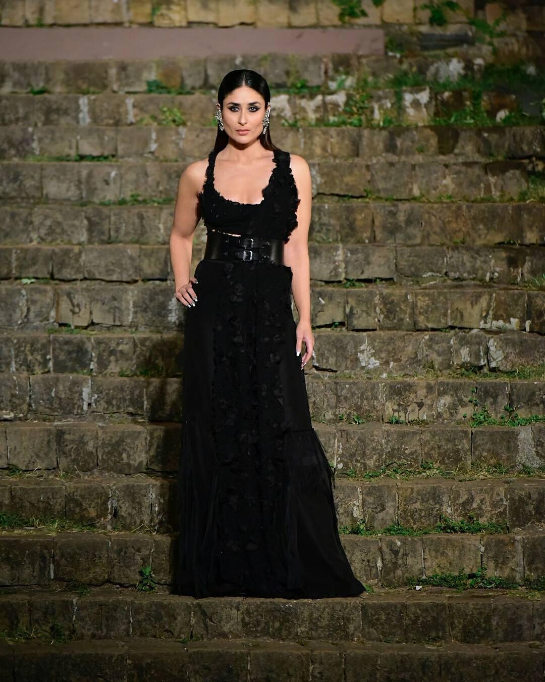 Lakme Fashion Week Summer Resort 2018, Lakme Fashion Week, Bridal Saree, Bollywood Fashion, Anamika Khanna, Kareena Kapoor, Kareena Kapoor Khan, Bridal Gown