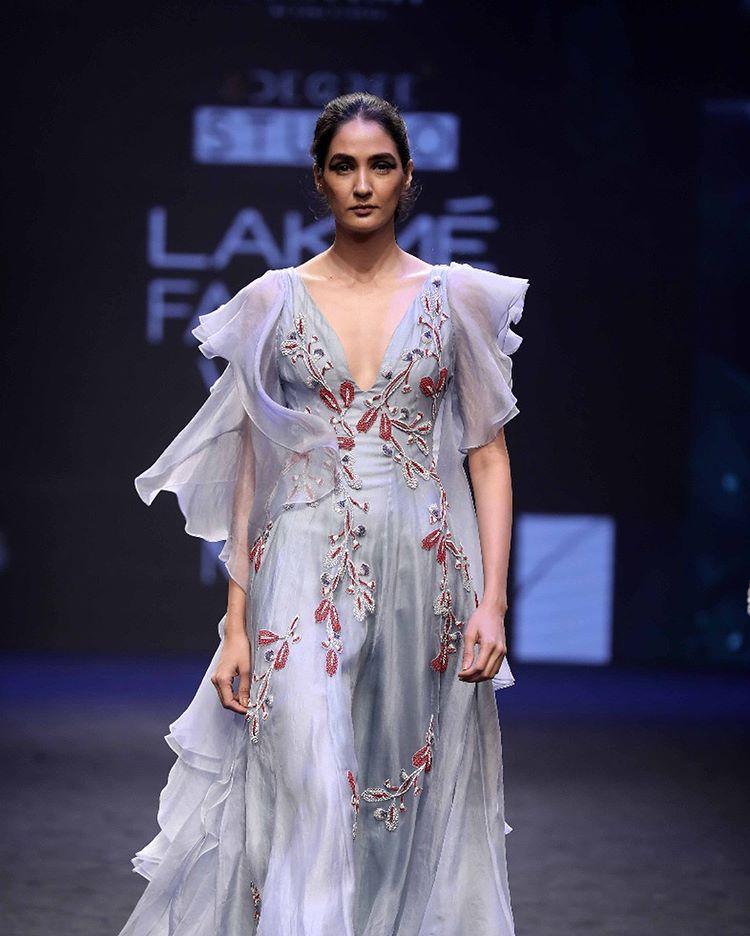 Lakme Fashion Week Summer Resort 2018, Lakme Fashion Week, Bridal Gown, Bollywood Fashion, Label AGAMI by Neha Agarwal