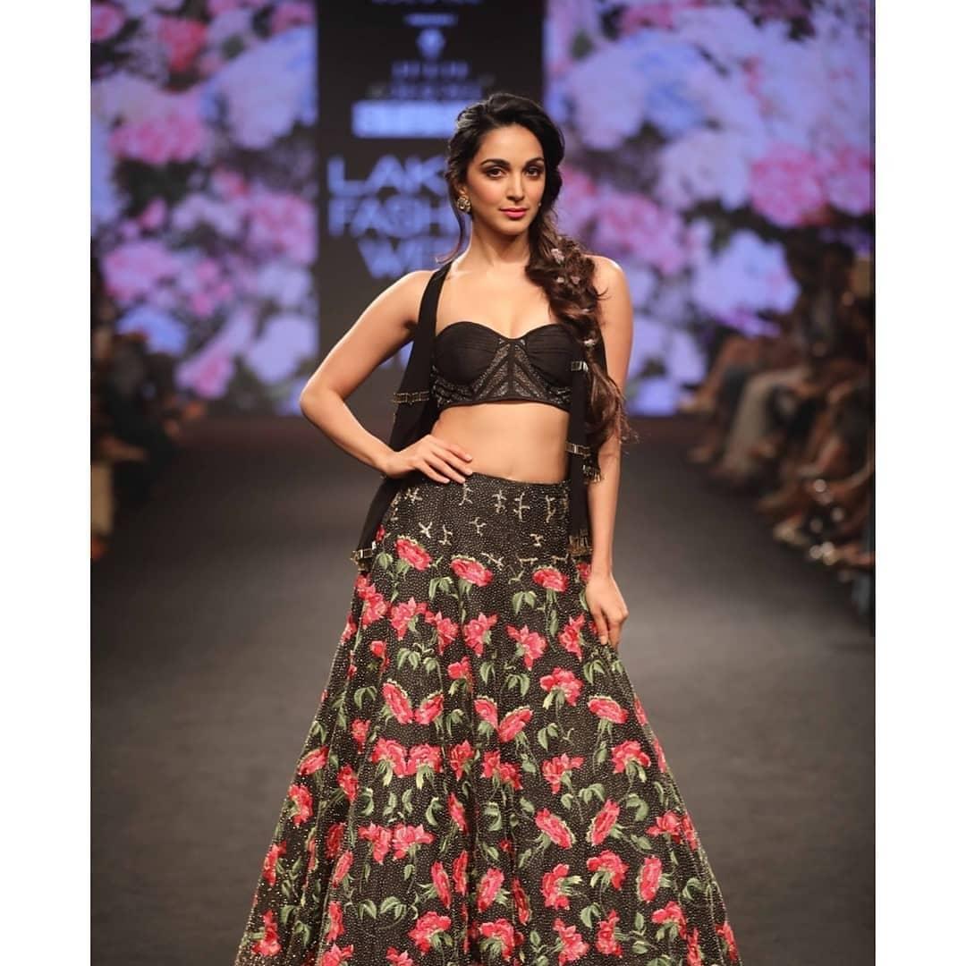 Kiara Advani, Lakme Fashion Week Summer Resort 2018, Lakme Fashion Week, Bridal Lehenga, Bollywood Fashion, Julie Shah