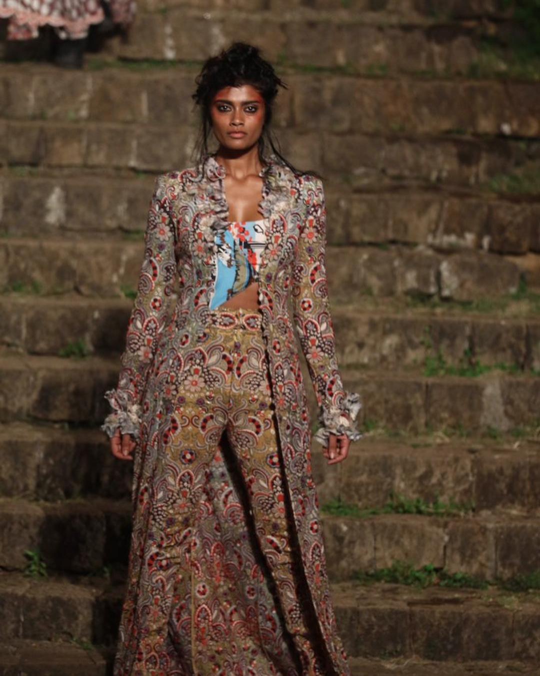 Lakme Fashion Week Summer Resort 2018, Lakme Fashion Week, Bridal Outfit, Bollywood Fashion, Anamika Khanna