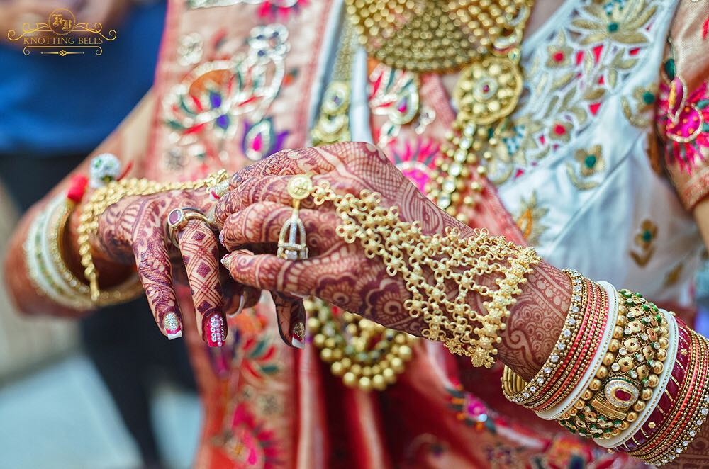 gold jewellery, hathphool, wedding inspiration, bride, bridal hands, henna hands, mehendi hands, bangles, mehendi ceremony, wedding photography, indian wedding, bridal jewellery