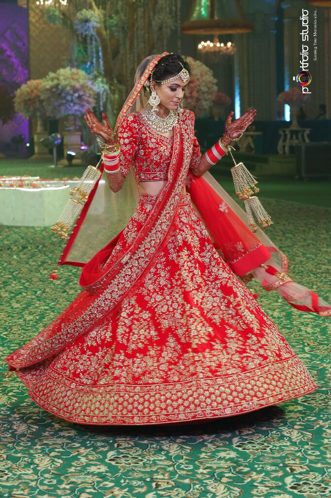 bridal lehenga, sunehree chandni chowk, red lehenga, traditional indian bride