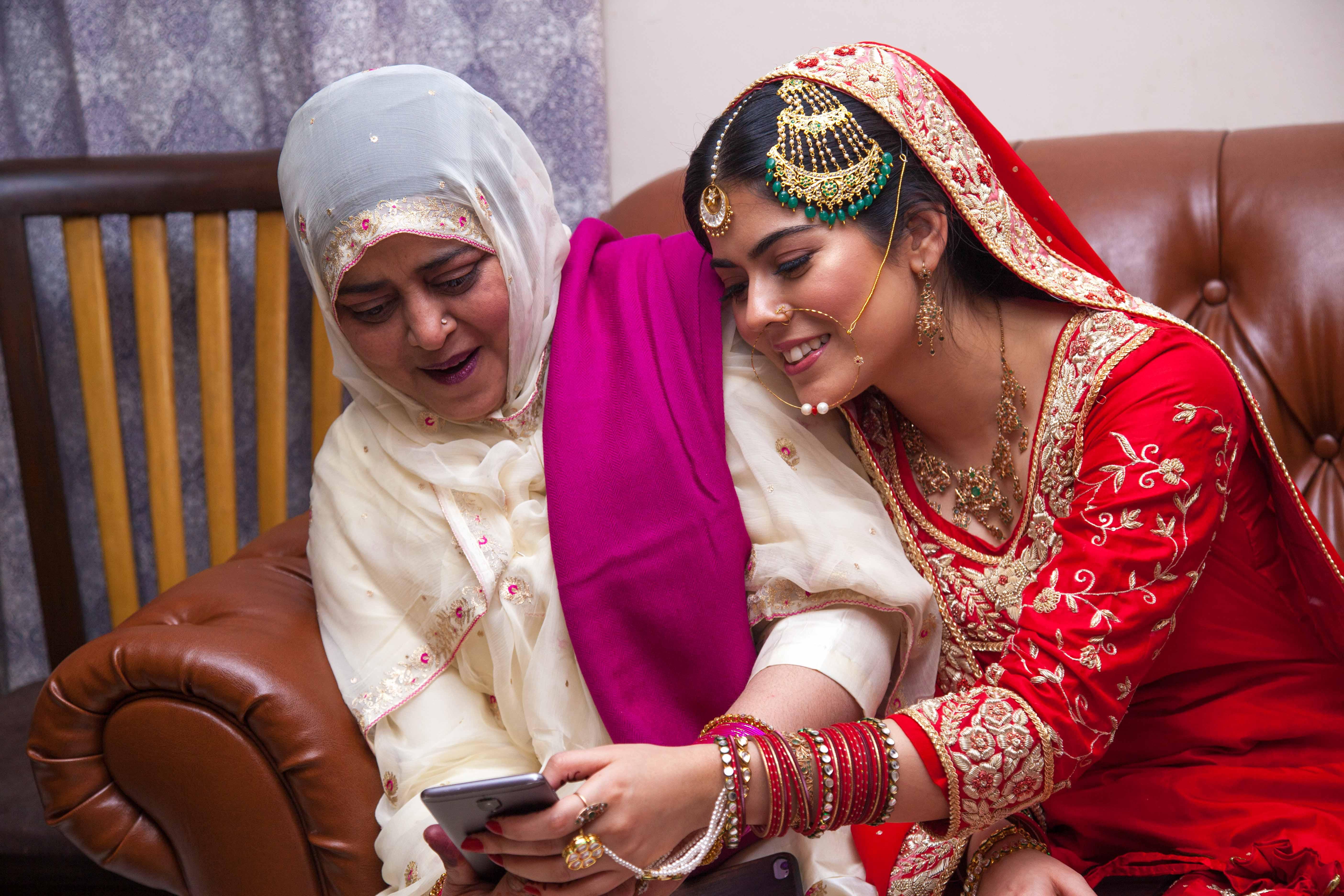 nikah, muslim bride, mother of the bride, wedding moments, wedding photographer, camera waale baraati