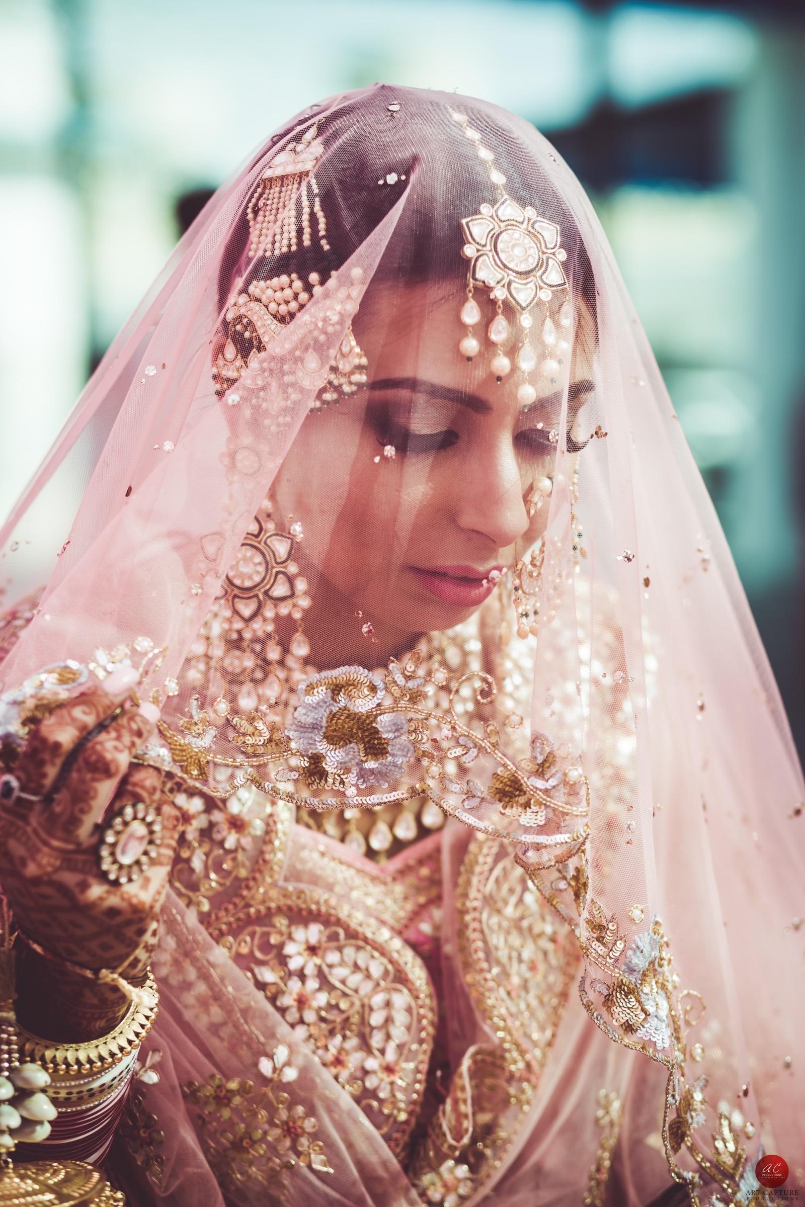 indian bridal lehenga, beautiful indian brides, tarun tahiliani bride, sikh bride