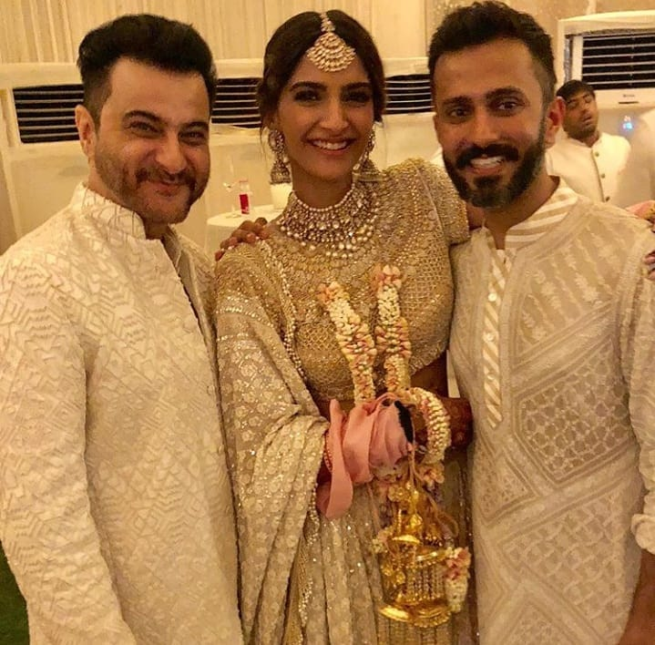 inspiration from Kapoor family weddings, sonam Kapoor, sonam Kapoor anand Ahuja mehendi