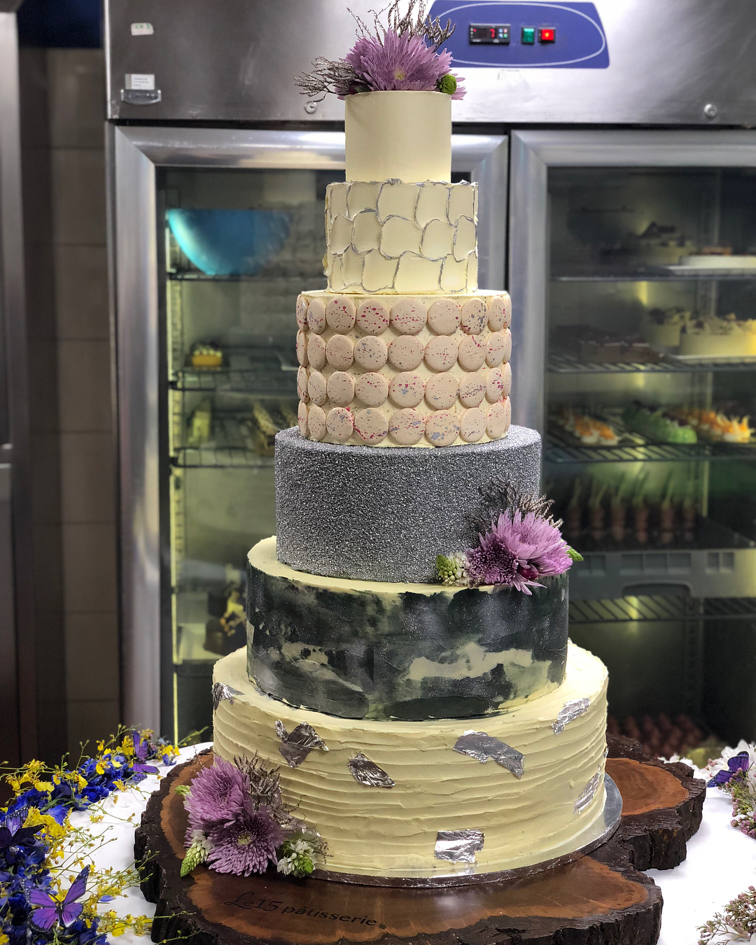 inspiration from Kapoor family weddings, sonam Kapoor anand Ahuja wedding reception, sonam Kapoor anand Ahuja wedding reception cake, wedding cake