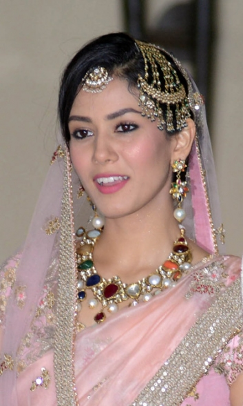 bridal necklace, bridal jewellery, navratan, mira rajput, mira rajput bridal look, mira rajput wedding