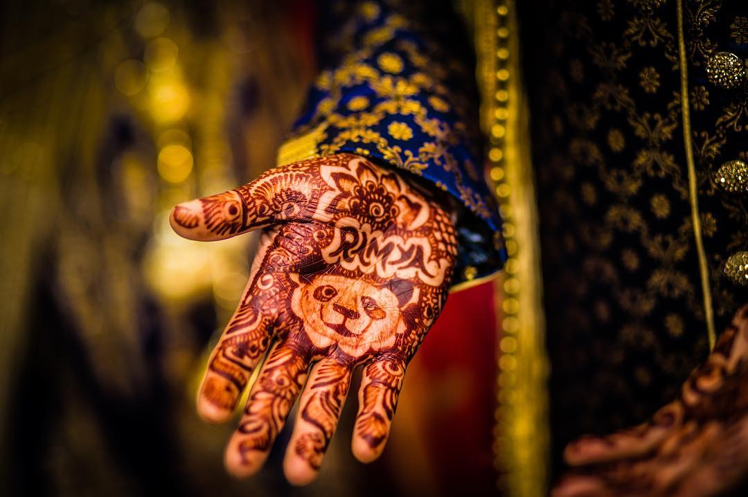 unique mehendi designs, beautiful bridal mehendi, wedding photographer, the wedding rhymer