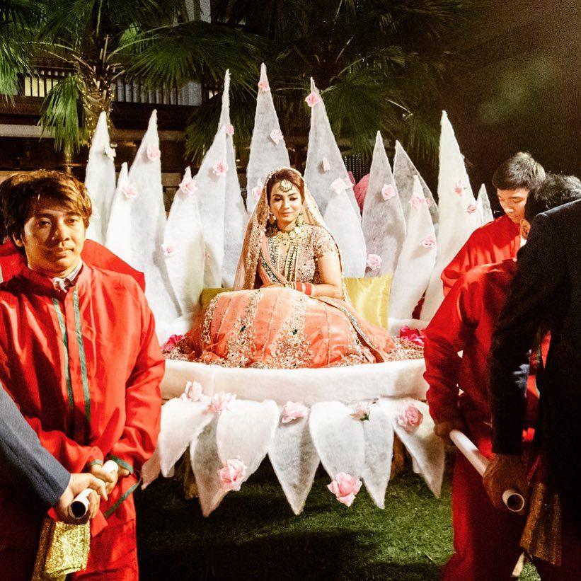 bridal entry, bride entry ideas, bride in palanquin