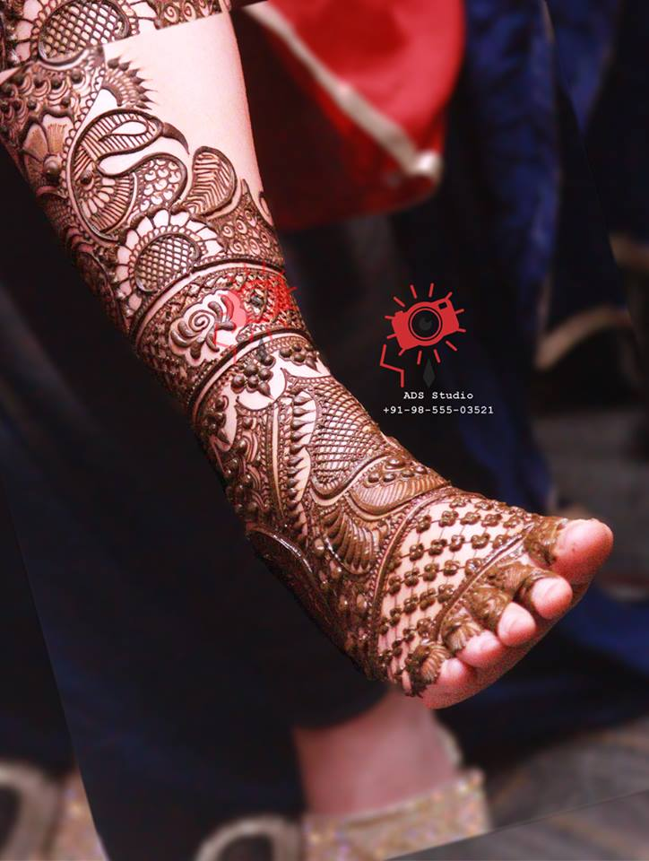 feet mehendi design ideas, latest mehendi designs, bridal mehendi designs, peacock mehendi design ideas for feet