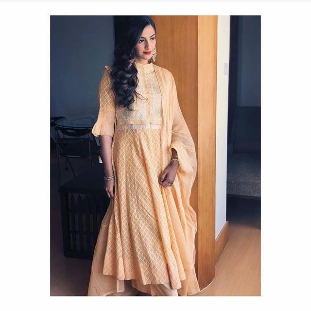 bridal fashion, bridal wear, Sonam Kapoor, Jhanvi Kapoor, Dia Mirza, Madhuri Dixit, Katrina Kaif, House of Kotwara