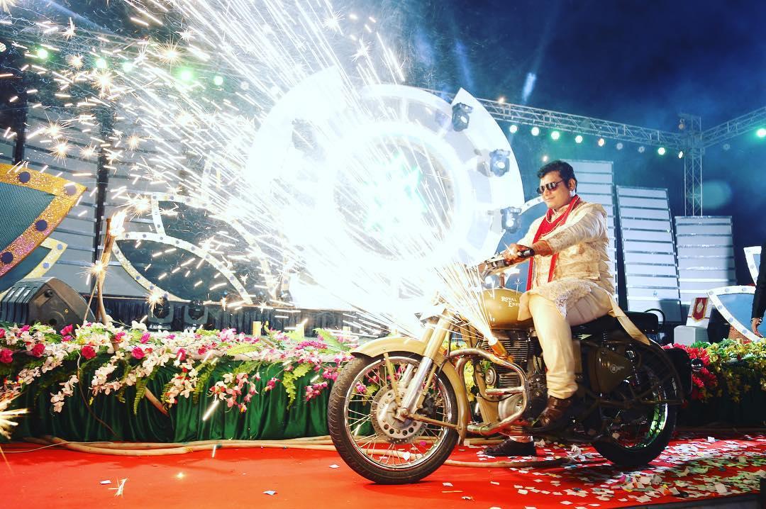 groom trends, groom entry, unique groom entry ideas, groom entry on motorbike