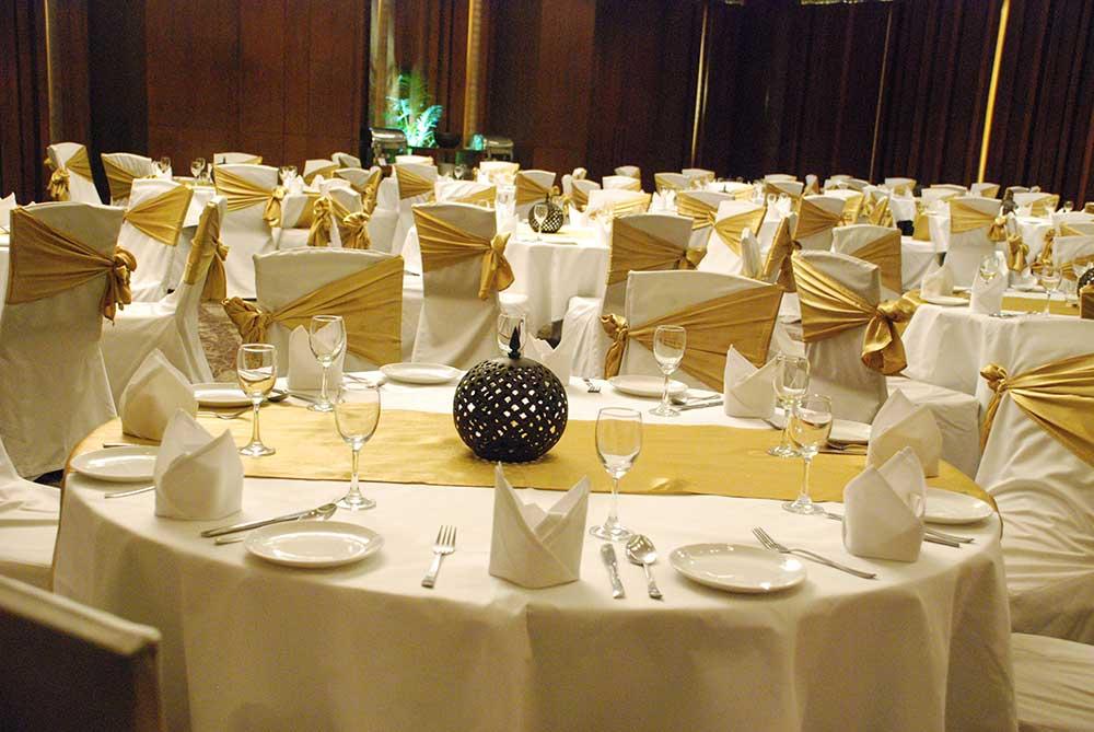 wedding decor, floral decor, flower decoration, floral decoration, entry decor, dining decor