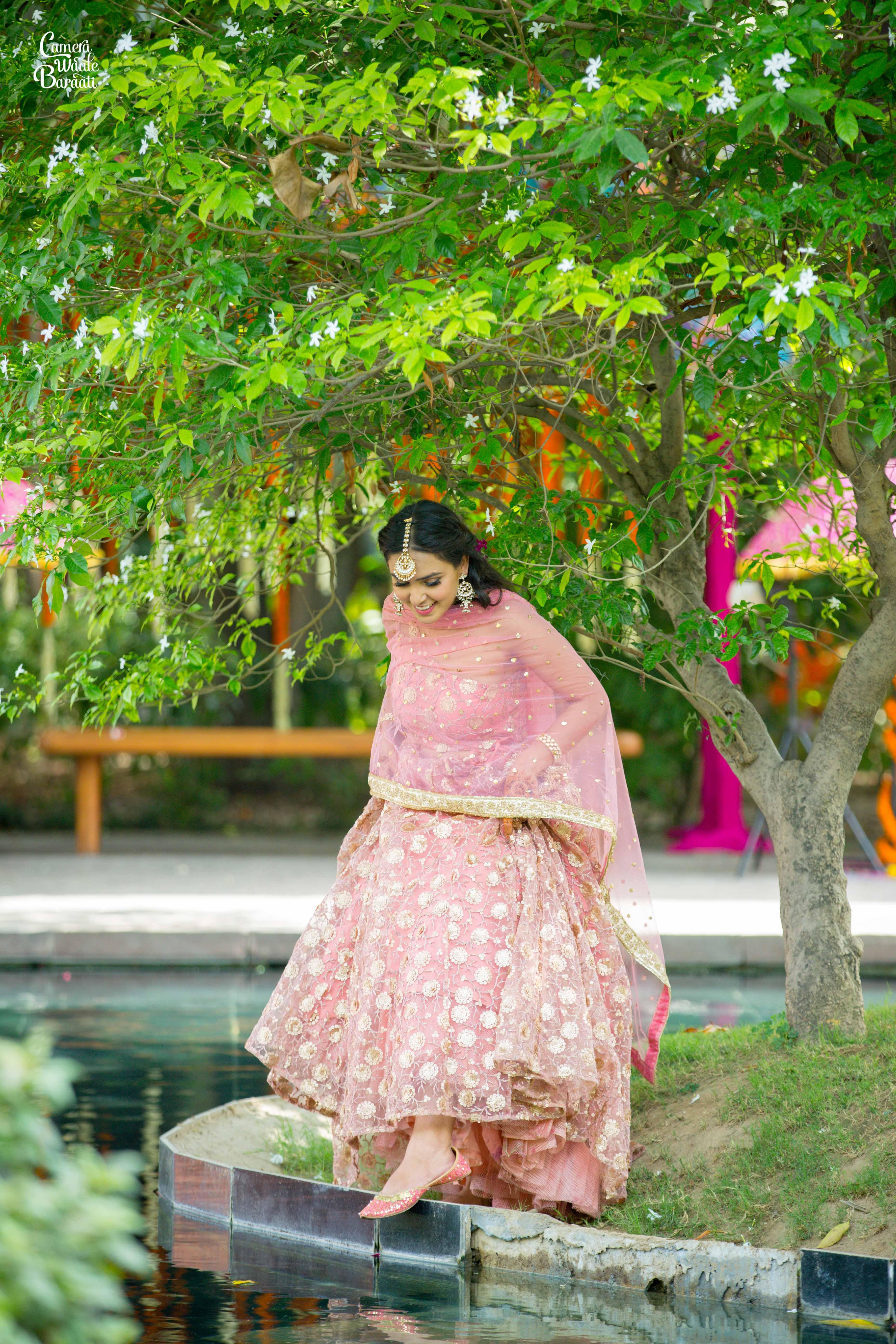 bride wearing juttis, bridal juttis, winter bride