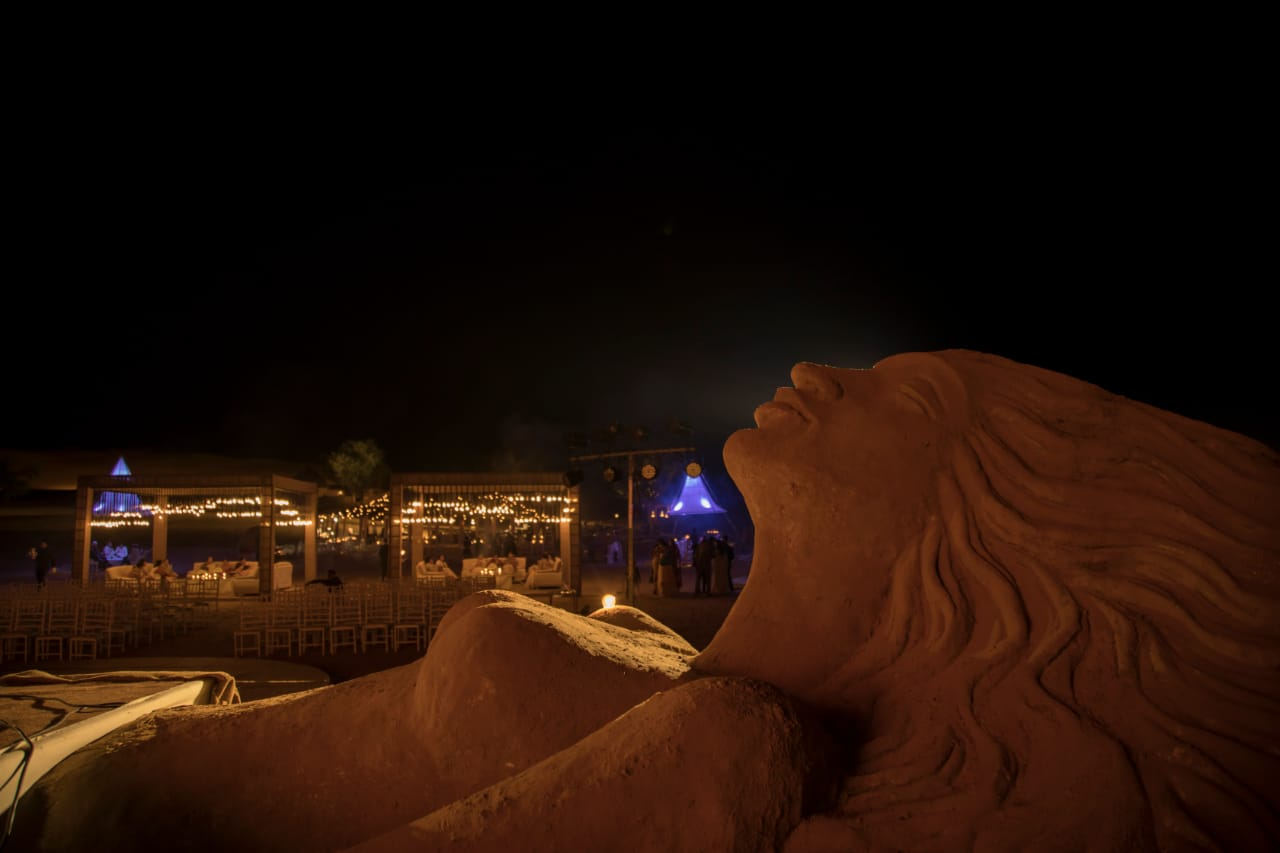 desert entertainment, folk dance, folk songs, hot air balloon in desert, bartender, desert bar, bar in desert, moving bar,