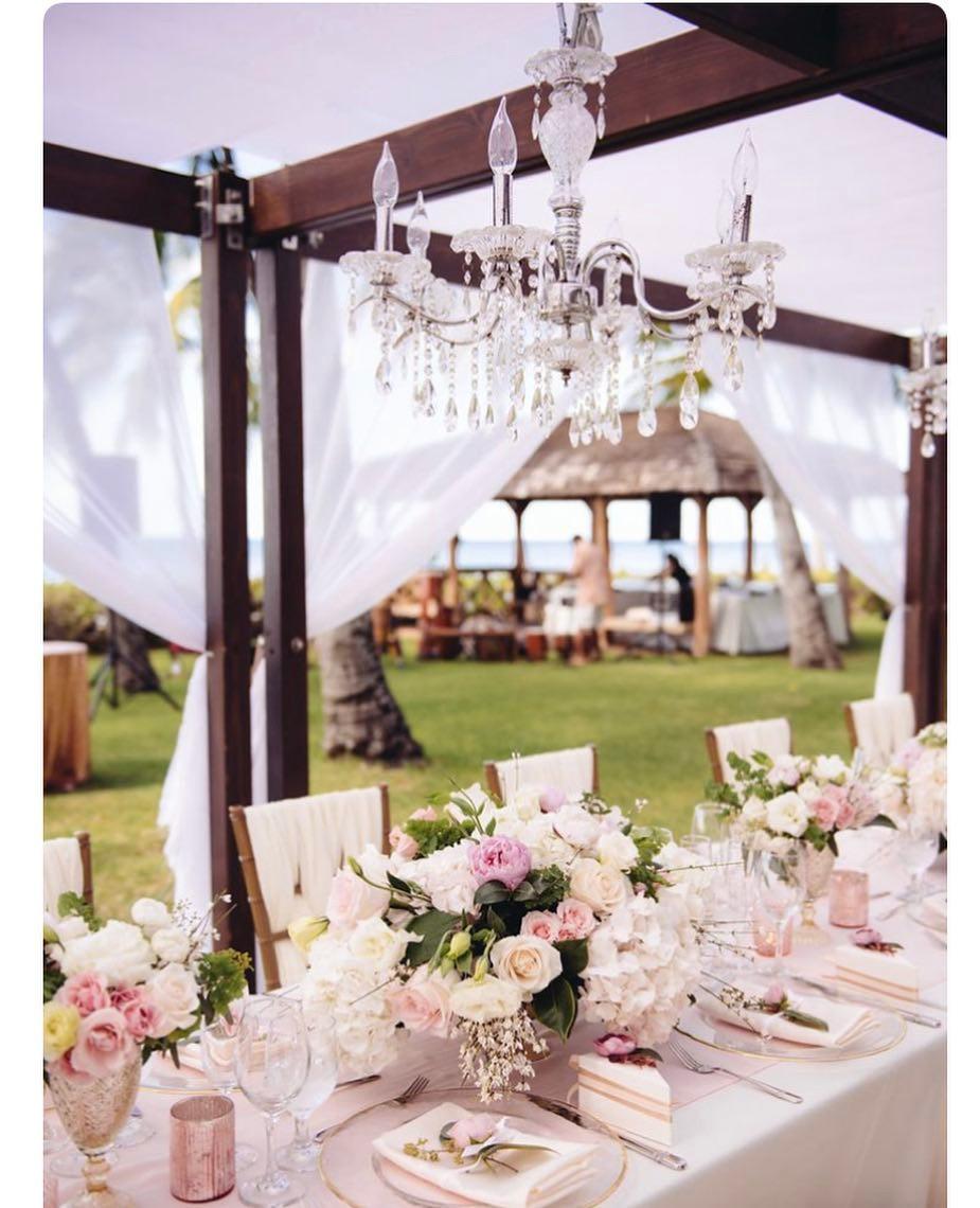 chandelier decor, chandelier decor ideas, unique chandelier decor ideas, candle chandelier decor, chandelier decor for weddings, chandelier decor for dining tables, mini chandelier decor ideas