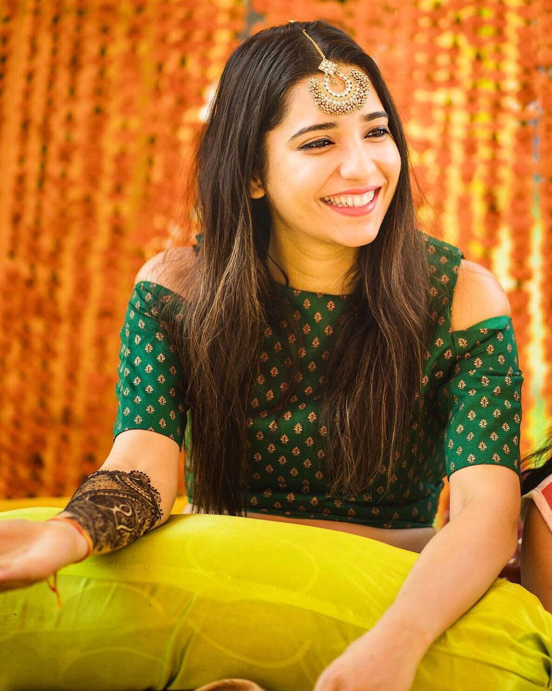 mehendi outfit ideas, offbeat mehendi outfits