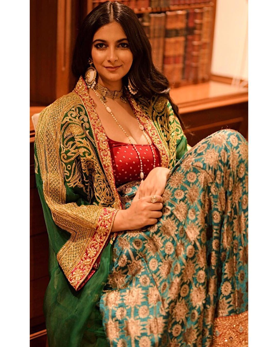 isabelle kaif, wedding trousseau, wedding outfits ideas, lehenga choli, banarasi blouse ideas, banarasi choli, choli design ideas