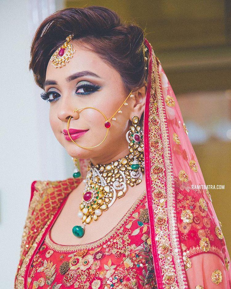 contrasting jewellery, bridal jewellery