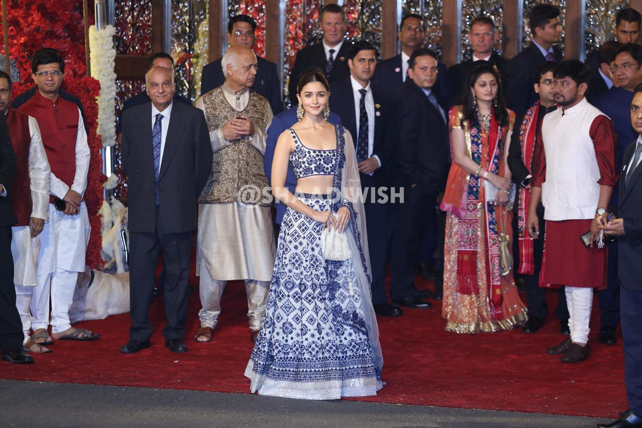 Alia Bhatt, wedding outfit, Manish Malhotra