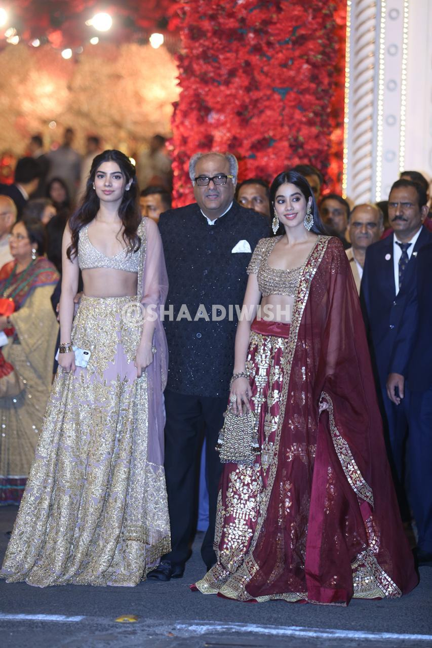 Jahnvi Kapoor,Jahnvi Kapoor, Khushi Kapoor, wedding look