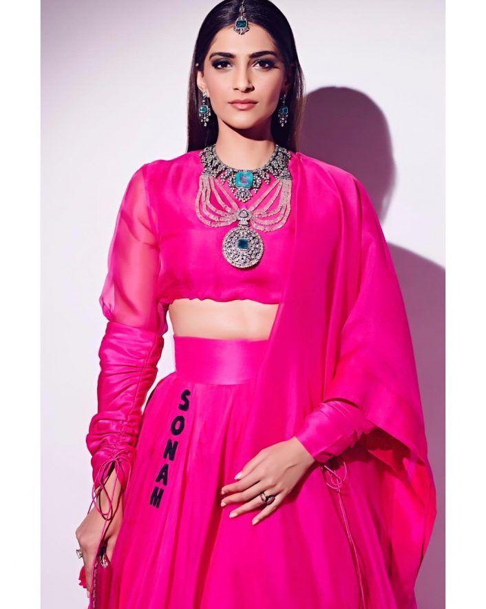 sonam kapoor, anil kapoor, anamika khanna, pink lehenga, wedding outfit ideas