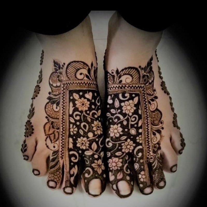 Indian mehendi artists, feet mehendi design