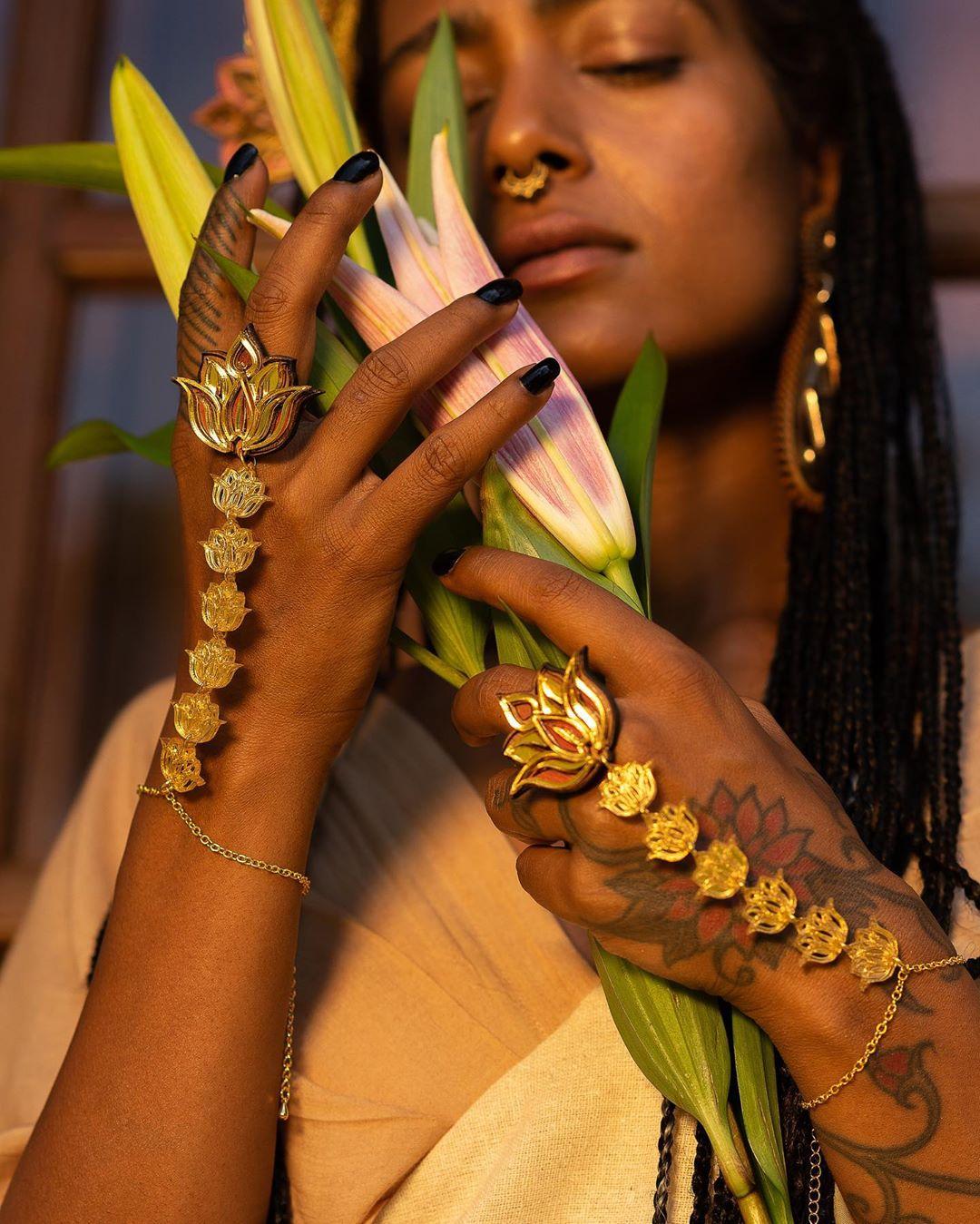 lotus motif jewellery, bridal hath phool designs