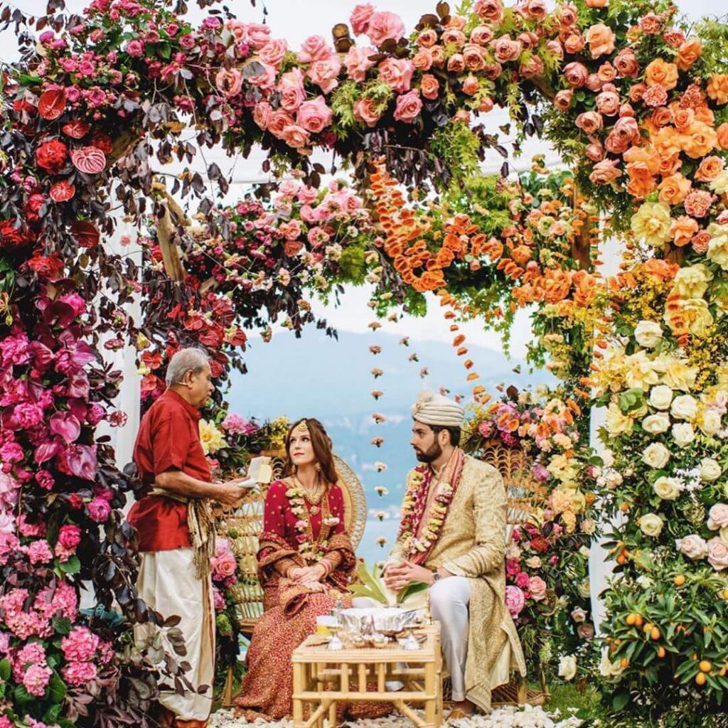 roses at weddings