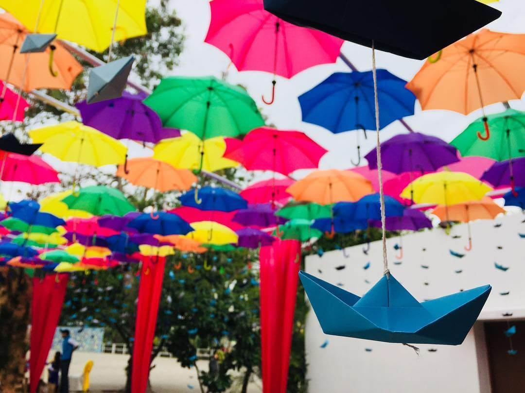 umbrella decor ideas, summer wedding decor ideas