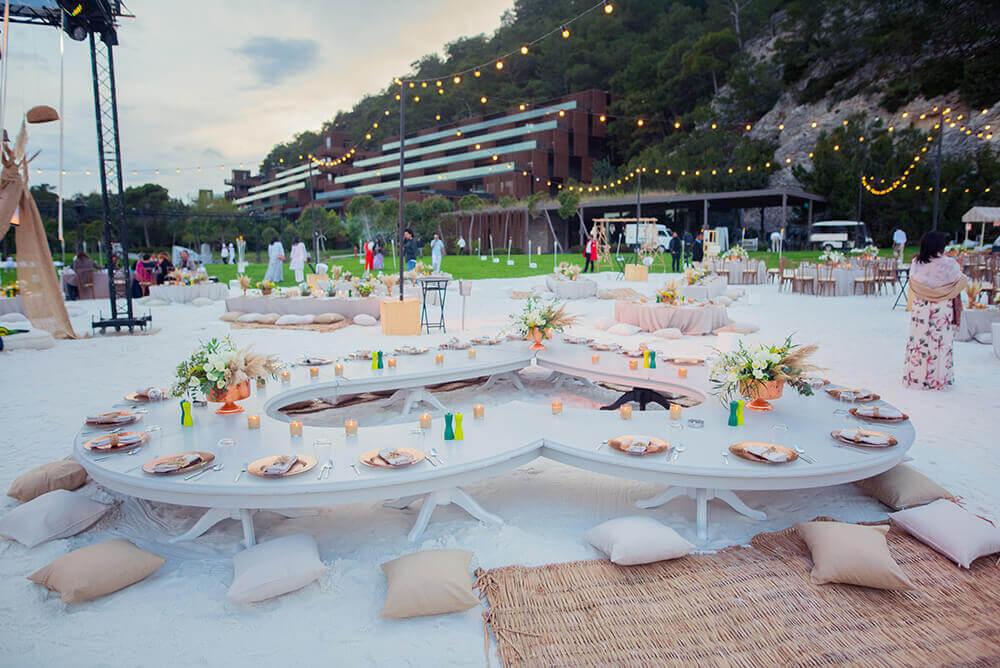 beach wedding seating arrangement