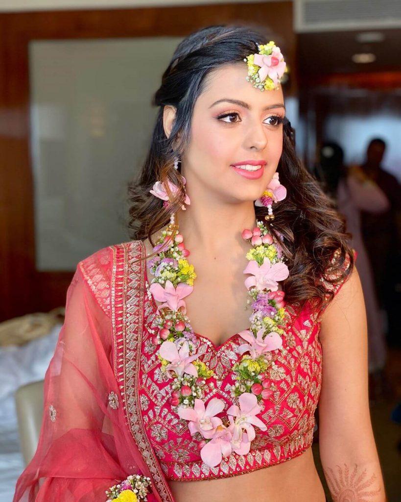 floral necklaces