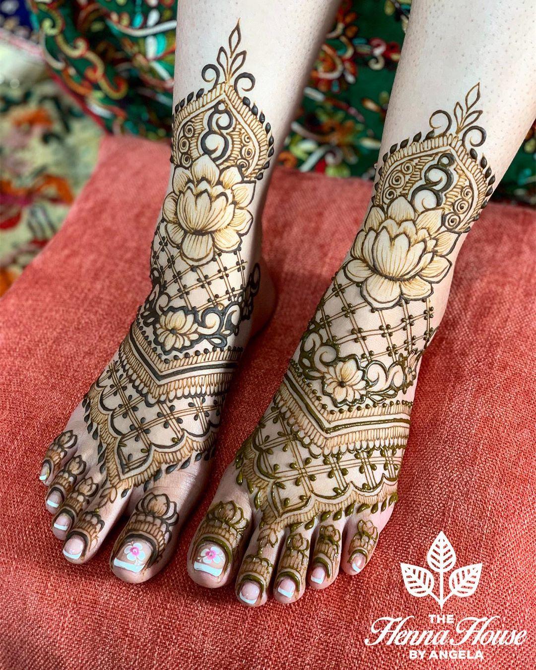 lotus motif mehendi design