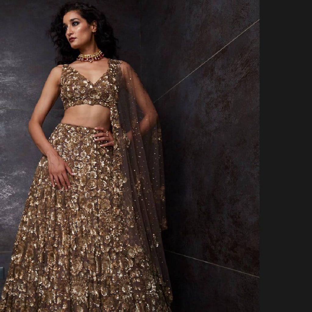 golden bridal lehenga ideas