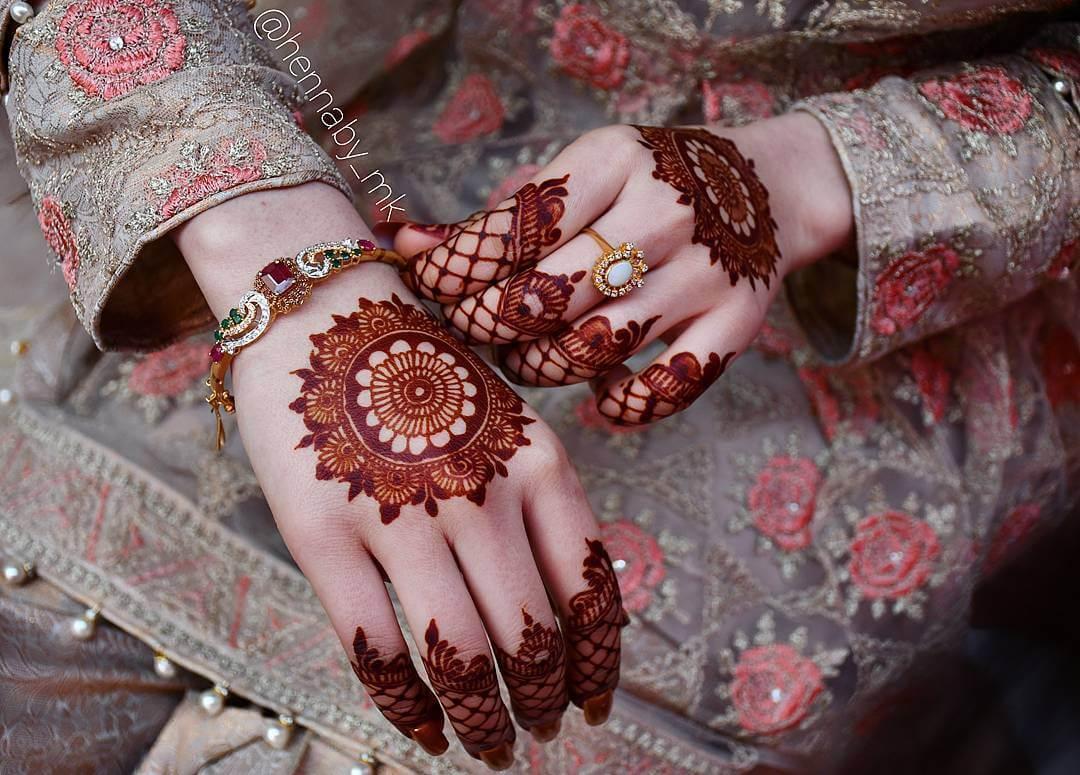 mandala back hand mehendi design