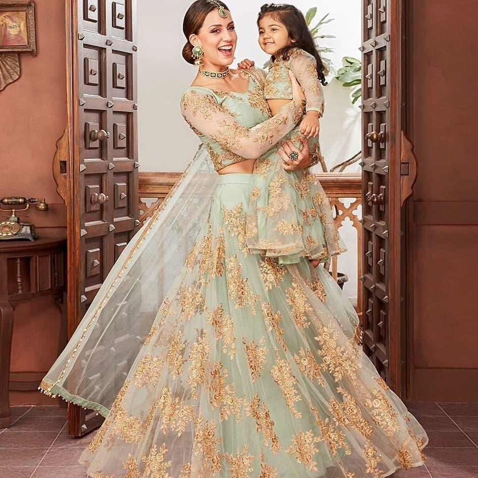 mother daughter matching lehengas