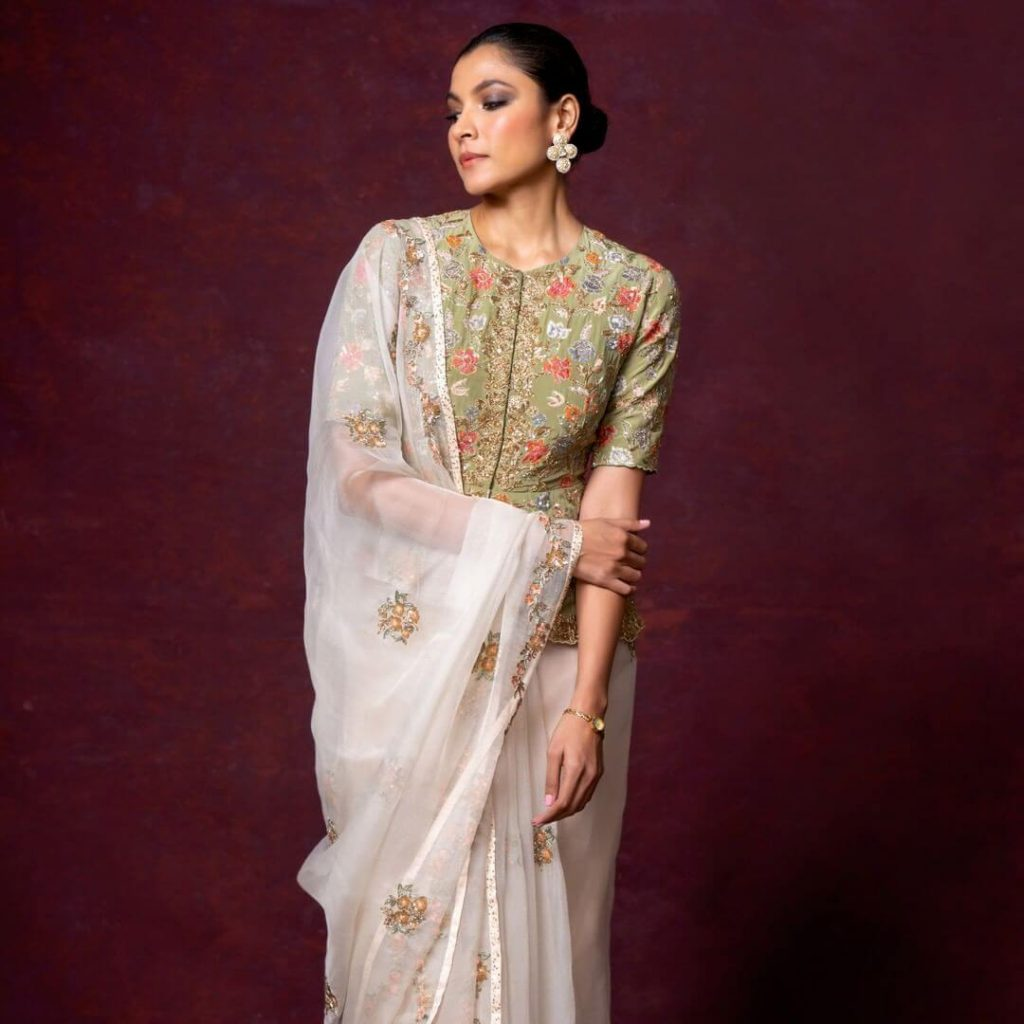offbeat saree blouses
