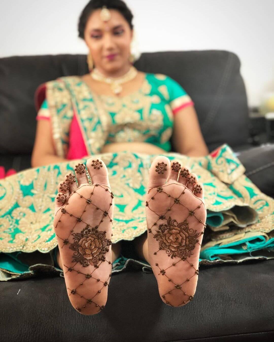back feet mehendi design