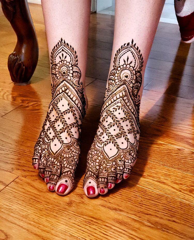 Ankle length bridal mehndi