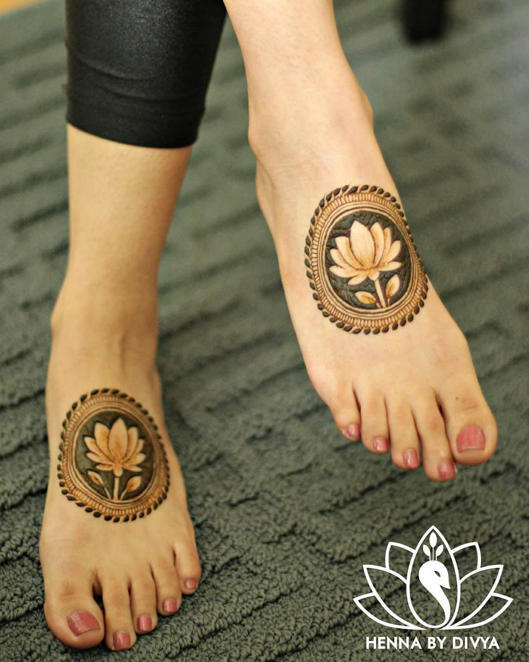 lotus motif mehndi