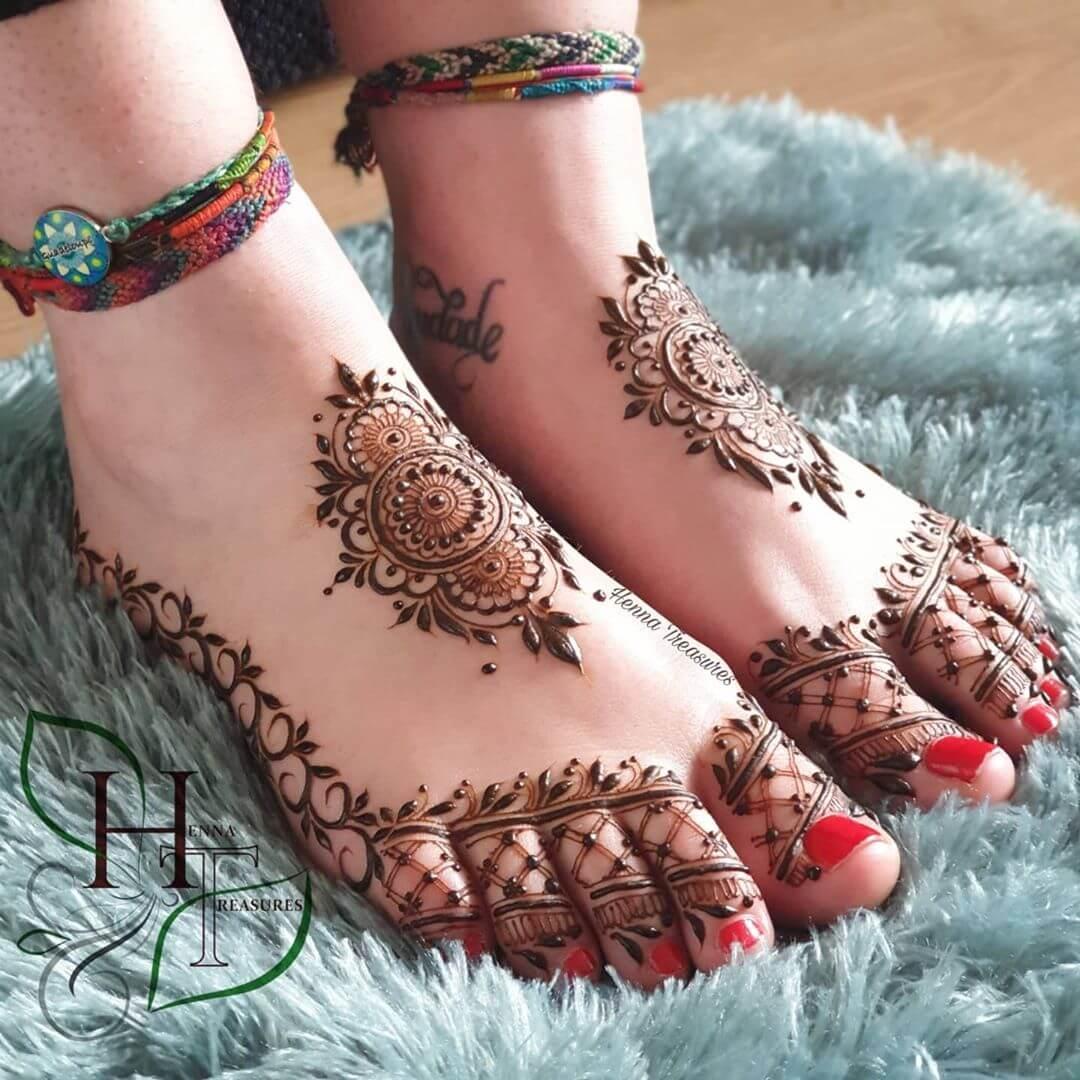 minimal feet mehendi