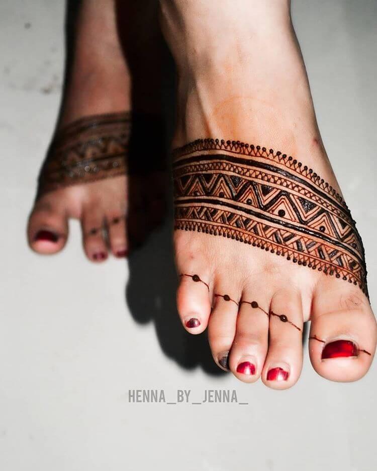 Minimalistic Feet Mehendi Designs