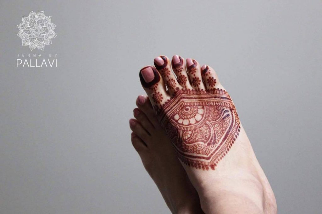 simple feet mehandi